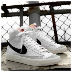 """Restock: Nike Blazer Mid '77 """"White Black"""" #nike #blazer #white Nike Blazer Vintage 77 """"White Black"""" now available online Dr Shoes, Swag Shoes, Nike Air Shoes, Hype Shoes, Sneaker Outfits, Converse Sneaker, Souliers Nike, Sneaker Trend, Sneakers Mode"""
