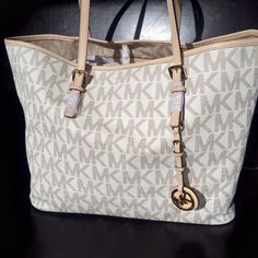 MK Jet Set Travel Tote NWT - Beautiful Tote - Super Spacious -   Surprise Gift With Purchase  Michael Kors Bags Totes