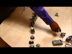 ¿Crees que sustituir una lámpara halógena o dicroica por otra tipo LED es complicado? Con este tutorial aprenderás a hacerlo en cinco minutos así como a distinguir los distintos tipos de bombillas que puedes utilizar.