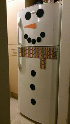 how to make super easy christmas decorations on a budget - snowmen doors 1342 Christmas Decorating Trending Now - Home Decoration amazing christmas apartment decorating ideas page decor is often overlooked in regards to holidays Office Christmas, Simple Christmas, Christmas Projects, Kids Christmas, Christmas 2019, Navidad Simple, Navidad Diy, Weinachts Diy, Easy Christmas Decorations