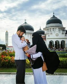 Only love pics fallow me 👈 Muslim Couple Quotes, Cute Muslim Couples, Muslim Girls, Muslim Women, Cute Couples, Muslim Couple Photography, Photography Poses, Love Pictures, Couple Pictures