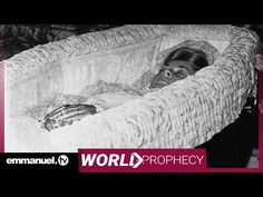 Witness the prophecy about the death that shook the world from a man in faraway Nigeria who even mentioned her by name a month before her tragic passing. Diana Dodi, Princess Diana Funeral, Princesa Kate, Prince Rainier, Diana Spencer, Lady Diana, Diy Arts And Crafts, Queen Of Hearts, Countries Of Asia