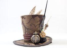 Hey, diesen tollen Etsy-Artikel fand ich bei https://www.etsy.com/de/listing/386290756/steampunk-mini-hut-brokat-taschenuhr