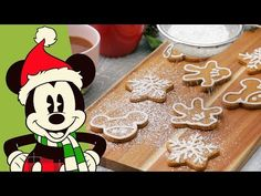 Get your whole Disney Family in the kitchen this holiday season to bake these festive gingerbread cookies inspired by our best pal, Mickey Mouse! Mickey Christmas, Christmas Brunch, Christmas Goodies, Christmas Desserts, Christmas And New Year, Christmas Crafts, Disney Food, Disney Recipes, Disney Stuff