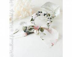 Chouchou mousseline fleuri et perle blanc
