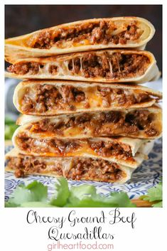 These ground beef quesadillas are jam packed with flavourful beef and lots of cheese. They're super easy to make and disappear fast! recipes for dinner ground beef Cheesy Ground Beef Quesadillas Wallpaper Food, Ground Beef Quesadillas, Chicken Quesadillas, Burrito Chicken, Chicken Fajitas, Chicken Quesadilla Recipes, Best Quesadilla Recipe, Ground Beef Burritos, Mexican Quesadilla