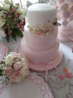 Vintage Wedding Cake and flowers!