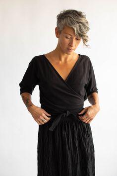 black sabine top || korinne vader 50 Fashion, Fashion Outfits, Advanced Style, Linen Jackets, Kimono Jacket, Everyday Dresses, Black Linen, White Long Sleeve, Capsule Wardrobe