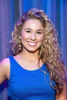Haley Reinhart.. now if i could get my curls to do that ....