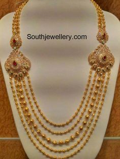 Latest Indian Jewellery designs and catalogues in gold diamond and precious stones Indian Jewellery Design, Indian Jewelry, Jewelry Design, Handmade Jewellery, Kerala Jewellery, Antique Jewellery, Rose Gold Jewelry, Bridal Jewelry, Coral Jewelry