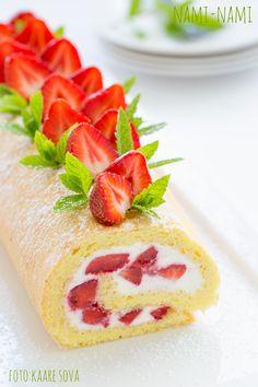 Rullbiskviit maasikate ja kohupiimakreemiga