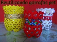 CUSTOMIZANDO POTINHOS DE GARRAFAS PET ! http://artesanatoereciclagempassoapasso.blogspot.com.br/                                                                                                                                                                                 Mais