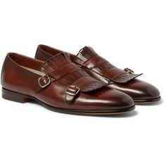 Des mocassins à l'italienne: Pour ceux qui aiment les chaussures qui ont de la personnalité, voici le combo idéal : mocassins + boucles + franges. Chaussures monk, Santoni, 500€ chez Mr Porter.