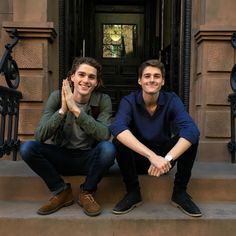 """""""Mr Jack and Finn Harries came to visit! 9 months ago I packed up everything and moved to New York to pursue a passion of studying architecture and design. Finn Harries, Twin Senior Pictures, Senior Photos, Cameron Dallas, Emo Guys, Cute Guys, Picture Poses, Photo Poses, Scorpius And Rose"""
