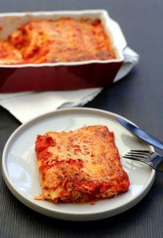 Un délicieux gratin de cannelloni farcis d'une préparation ricotta/chorizo/poivron. J'ai adoré cette recette et j'ai réussi à faire manger de la ricotta à Monsieur qui n'en est pas fan... avec ces saveurs d'épices italiennes et de chorizo le plat était...