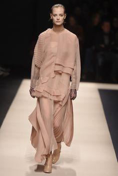 「ヌメロ ヴェントゥーノ(N°21)」2015-16年秋冬ミラノ・コレクション 全ルック Winter Fashion 2015, 2015 Fashion Trends, Milan Fashion, Runway Fashion, Fashion Poses, Fashion Art, Fashion News, Fashion Outfits, Simple Long Dress