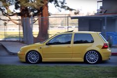 VW Golf Mk4 - Yellow Car