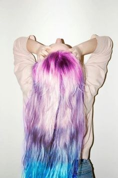 Dye your hair simple & easy to ombre green hair color - temporarily use ombre green hair dye to achieve brilliant results! DIY your hair ombre with hair chalk Ombré Hair, Dye My Hair, Her Hair, Blonde Hair, Mint Green Hair, Purple Hair, Mint Hair, Turquoise Hair, Lavender Hair