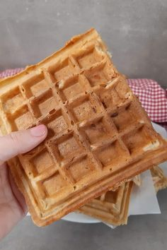 Weight Watchers herzhafte Waffeln mit Skyr, Schinken und Käse  #WeightWatchers  #herzhafteWaffeln #WeightWatchersherzhafteWaffeln #Waffeln Easy Peasy, Waffles, Breakfast, Party, Cool Recipes, Savory Waffles, Ham And Cheese, Nice Breakfast, Oat Cookies