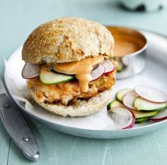 Shrimp burger with pickled courgette and radish A taste of the tropics: Bill Granger's Hawaiian feast Seafood Recipes, New Recipes, Cooking Recipes, Favorite Recipes, Shrimp Burger, Burger Meat, Cottage Cheese Thighs, Fresco, Bill Granger