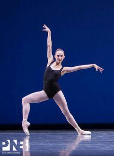 Elizabeth Murphy in George Balanchine's Agon. ✯ Ballet beautie, sur les pointes ! ✯
