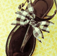 Tie a checkered bow for summer sandals...how-to...change colors to match summer outfits
