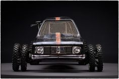 オーストラリアの写真家 John Platt 氏が、 映画「マッドマックス 怒りのデス・ロード」に登場するマッドな改造車を映画撮影前に写真に収めたのがこの写真シリーズ「Before the Dirt - The Cars of Mad Max Fury R...