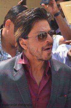 Shah Rukh Khan [ @Olivia Gulino SRK ] at #Kochadaiiyaan audio launch in #Chennai 2014 pic.twitter.com/jrGJeRZLut