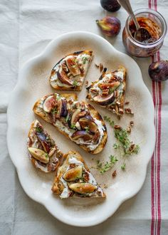 Fig and Ricotta Bruschetta - a great appetizer for fresh figs Fig Appetizer, Appetizer Recipes, Appetizers, Fig Recipes, Cooking Recipes, Healthy Recipes, Clean Recipes, Delicious Recipes, Tapas