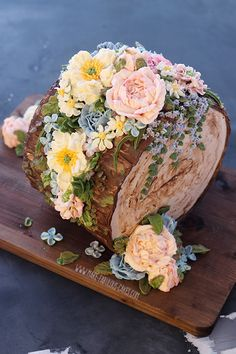 """Learn how to make an all buttercream floral """"fault line"""" tree stump cake Cake Decorating Piping, Cake Decorating Videos, Cake Decorating Techniques, Beautiful Cake Designs, Beautiful Cakes, Amazing Cakes, Pretty Cakes, Cute Cakes, Yummy Cakes"""