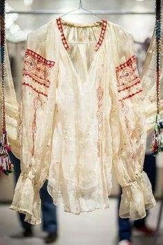 Romanian blouses. Semne & poveste - Iulia Gorneanu collection Romania, Kimono Top, Textiles, Blouses, Women's Fashion, Costumes, Popular, Traditional, Collection