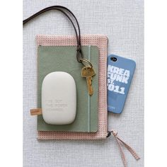 toCharge by Kreafunk Janet Bell Home Cadeau High Tech, Batterie Portable, Portable Iphone, Bell Home, Smartphone, Lifestyle Shop, Danish Design, Charger, Coin Purse