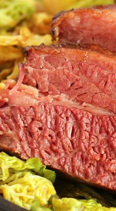corned beef in oven ;crockpot corned beef and cabbage ;crock p. Corned Beef Recipes, Meat Recipes, Cooker Recipes, Crockpot Recipes, Best Corn Beef Brisket Recipe, Corned Beef Brisket Oven, Dutch Oven Corned Beef, Oven Roasted Corned Beef, Gourmet