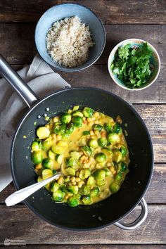 Rosenkohl-Curry mit Kichererbsen - Madame Cuisine Brussels sprouts curry with chickpeas - madame cuisine recipes easy Crock Pot Recipes, Raw Food Recipes, Lunch Recipes, Pasta Recipes, Vegetarian Recipes, Cooking Recipes, Healthy Recipes, Pie Recipes, Healthy Breakfast Casserole