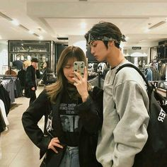 Read 7 from the story >>Si Estuvieras En BTS<< by Kaikaypbd (maknaebhivel) with reads. si estuvieras en bts asi serian las fotos que te s. Japanese Couple, Korean Couple, Best Couple, Swag Couples, Cute Couples Goals, Ulzzang Korean Girl, Ulzzang Couple, Fashion Couple, Couple Outfits