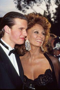 Sophia Loren & son Eduardo Ponti, director of 'The Life Ahead', 2020. Sophia Loren, Most Beautiful Women, Beautiful People, National Film Awards, Italian Beauty, Fashion Gallery, Then And Now, My Idol, Hollywood