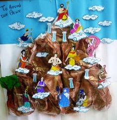 Mount Olympus: Home of the gods- have kids make mountain then add deities as they learn about each one History Projects, School Projects, Art Projects, Ancient Greece For Kids, Greece Mythology, Make Carnaval, Art For Kids, Crafts For Kids, Greek Crafts