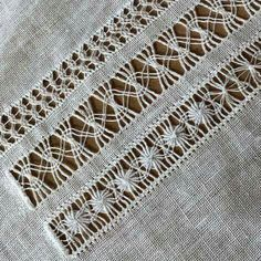 Brazilian Crochet And Handicraft Hand Embroidery Videos, Hand Embroidery Stitches, Hand Embroidery Designs, Embroidery Patterns, Machine Embroidery, Crochet Patterns, Learning To Embroider, Monks Cloth, Drawn Thread