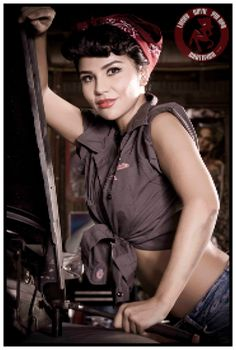 Auto Garage Pin Up