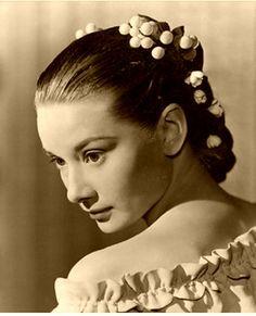 Audrey Hepburn.The Secret People 1952