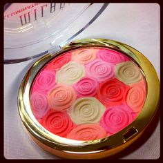 Milani illuminating face powder. i have this (: mine is more of a blush and bronzer, though, i think because the colors in mine have pinks and light browns. more neutral colors. i love it though.-kristinabiller <3
