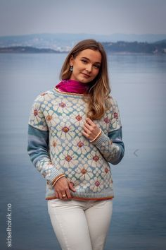 Rummy by Lanja Sámsdóttir. Fair Isle Knitting, Bitty Baby, Knitted Bags, Baby Booties, Free Pattern, Crochet Patterns, Men Sweater, Feminine, Sporty