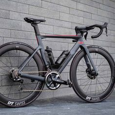 It's officially the week of the disc-equipped aero road bike. Now it's 's turn with the all new Timemachine Full details,… Best Road Bike, Road Bikes, Road Cycling, Cycling Bikes, Cycling Clothes, Cycling Art, Cycling Jerseys, Velo Cargo, Road Bike Women
