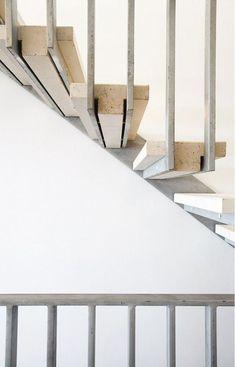 b7e38e31ee29d191e3d361b1c75a3347 Stair Design, Steel Stairs Design, Modern Stairs Design, Staircase Design, Staircase Ideas, Handrail Ideas, Stair Handrail, Staircase Railings, Stair Case Railing Ideas