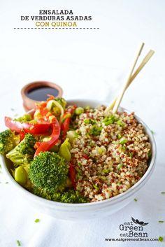 ENSALADA DE VERDURAS ASADAS CON QUINOA Receta idéal que te saca de apuros, es mega nutritiva y llena de sabor!! #quinoa #vegana #vegetariana #ensalada #recetasaludable #singluten #sinlácteos