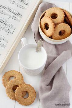 I frollini integrali al miele sono uno dei più biscotti più gettonati per la nostra colazione. Una ricetta semplice, come quelle di...
