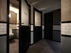 Take a look at the interior design we did for the wine bar Balthazar in Sint-Truiden. Barn Bathroom, Bathroom Doors, Bathroom Toilets, Washroom, Bathroom Ideas, Industrial Bathroom Design, Industrial Toilets, Industrial Chic, Wc Design