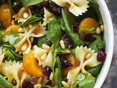 Spinach pasta salad is light and refreshing with a sweet and spicy teriyaki dressing, with added nuts, oranges and cilantro. Perfect as a side salad or a light supper. Pasta Salad With Spinach, Spinach Salad Recipes, Healthy Salad Recipes, Vegetarian Recipes, Crab Salad, Cucumber Salad, Cilantro, Salsa Teriyaki, Side Salad