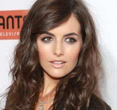 Camilla Belle: Her blown out smokey eye here demonstrates a great technique to avoid making hooded eyes look smaller. Blend the eyeshadow out further than you normally would, and don't be afraid to pull the colour out under the eye too. Use plenty of mascara and some black liner to avoid looking like you were punched in the eye though! #hoodedeyes