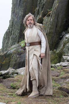 Star Wars The Last Jedi Luke Skywalker Played by Mark Hamill. Star Wars Jedi, Film Star Wars, Star Wars Luke, Star Wars Art, Star Trek, Costume Star Wars, Jedi Costume, Images Star Wars, Star Wars Pictures